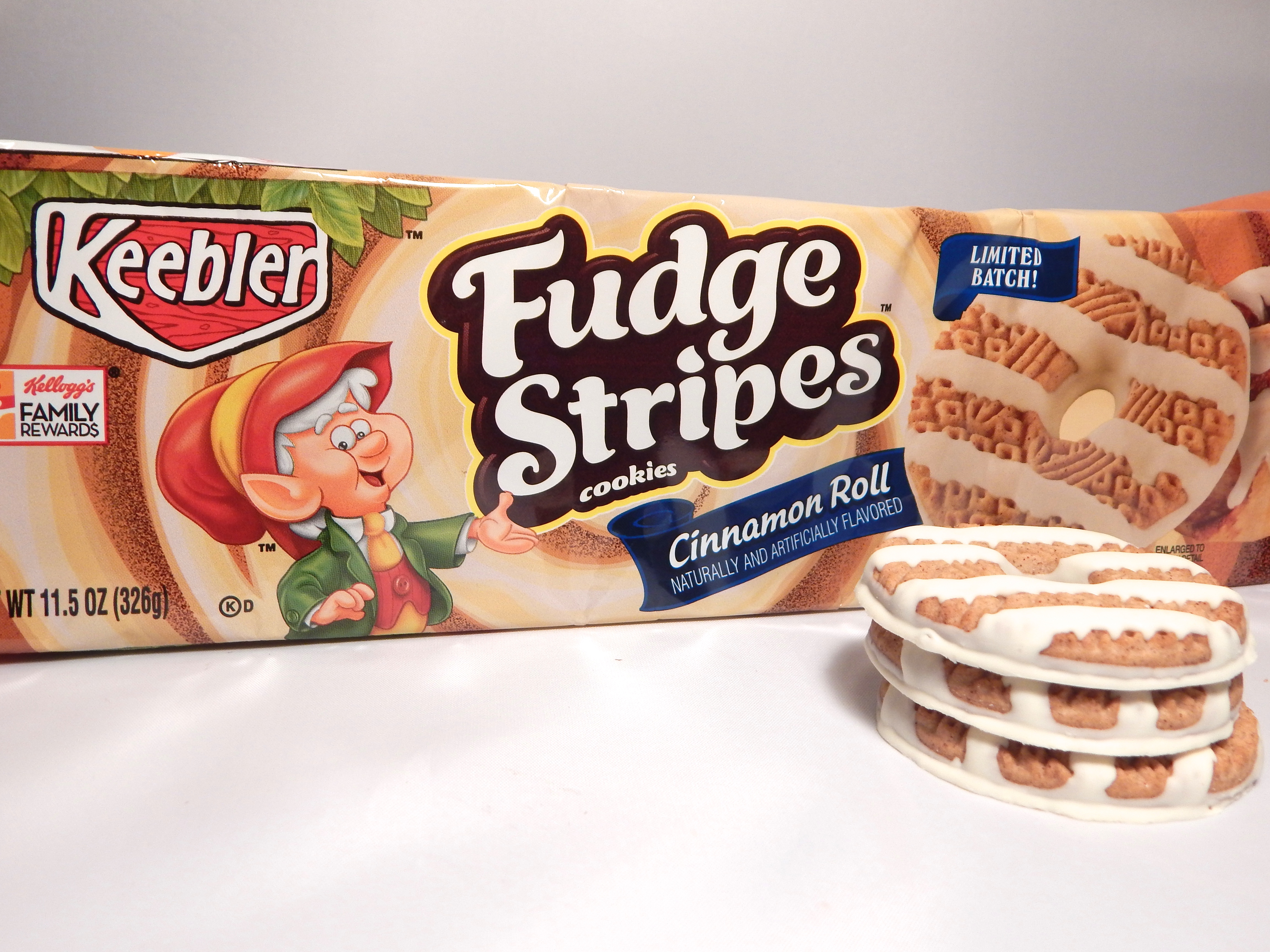 Friday Flash Review Keebler Cinnamon Roll Fudge Stripes
